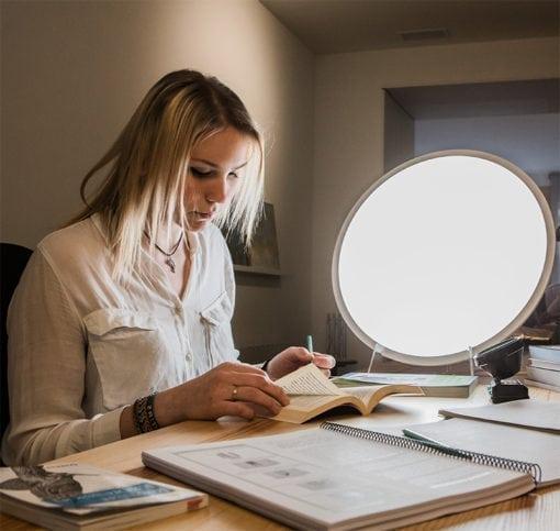 Lámpara de luminoterapia y mejora de los resultados escolares